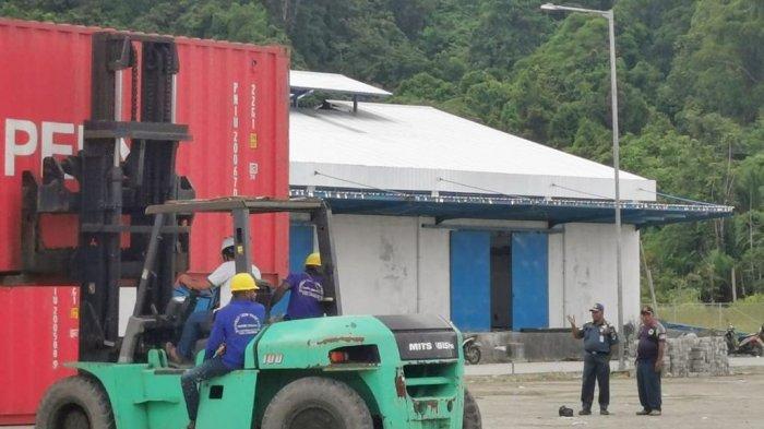 Muatan Balik 19 Kontainer Komoditi Unggulan Jayapura Diangkut Tol Laut di Pelabuhan Depapre