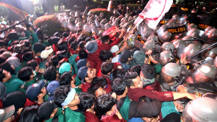 5 Fakta Demo di Bandung: Segel Gerbang DPRD Jabar, Ada Provokator hingga Kronologi Dibubarkan Paksa