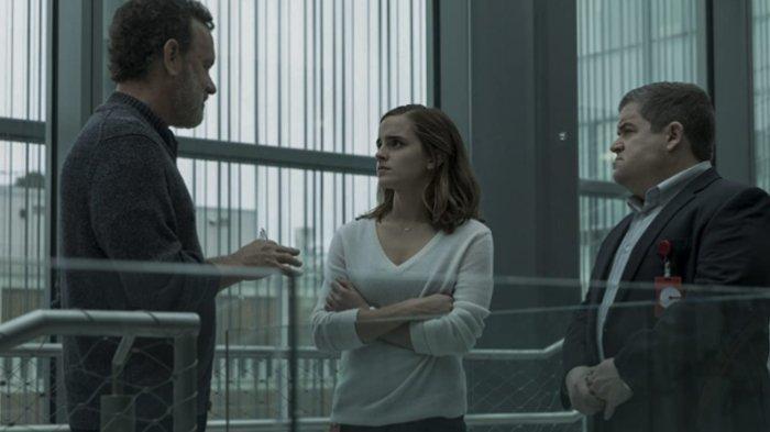 Tom Hanks, Patton Oswalt, dan Emma Watson dalam film The Circle (2017)