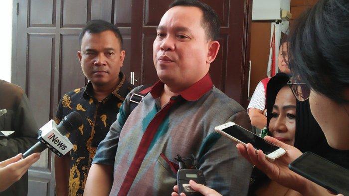 Kuasa hukum tersangka kasus dugaan makar dan penguasaan senjata api ilegal Mayjen TNI (Purn) Kivlan Zen, Tonin Tachta Singarimbun, di Pengadilan Negeri Jakarta Selatan pada Selasa (23/7/2019)