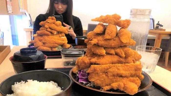 Restoran Ini Hidangkan Menu Ayam Katsu Porsi Jumbo hingga Menggunung, Sanggup Habiskan?