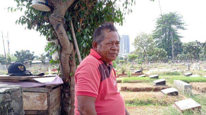 Cerita Toto Suryanto, Perawat 100 Makam di TPU Karet Bivak