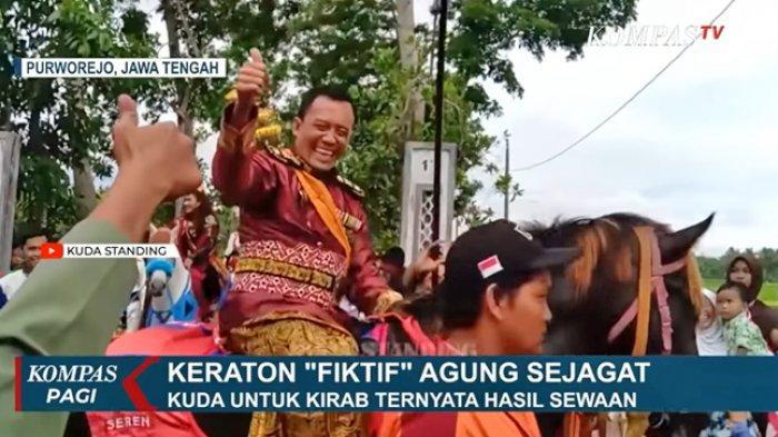 Totok Santoso saat melakukan acara kirab Keraton Agung Sejagatnya
