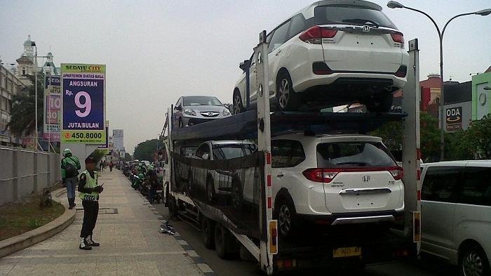Jatuh dari Atas Truk Towing, Mesin Mobil Honda BR-V Baru ini Pecah