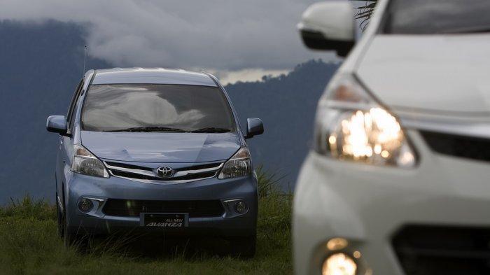 Toyota Avanza generasi kedua sebelum minor change.