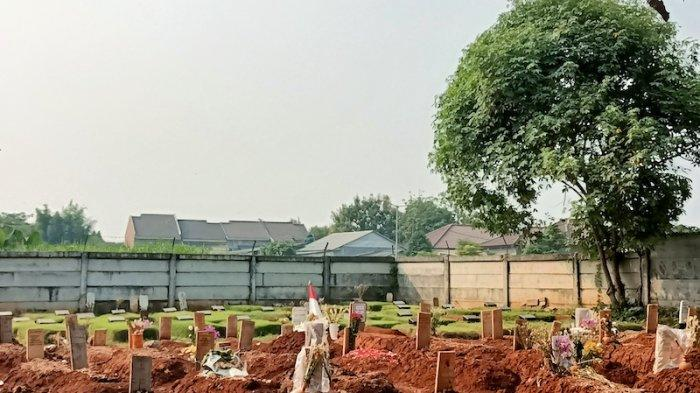 Situasi di lahan pemakaman TPU Jombang, Ciputat, Tangerang Selatan. Jumat (30/7/2021).