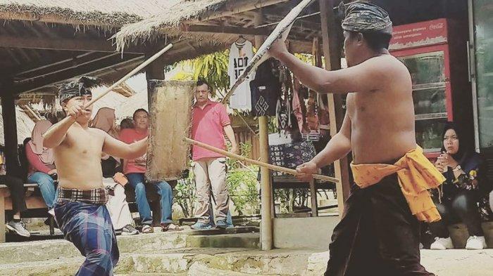 10 Tradisi Unik di Indonesia, Rambu Solo di Toraja sampai Peresean di Lombok
