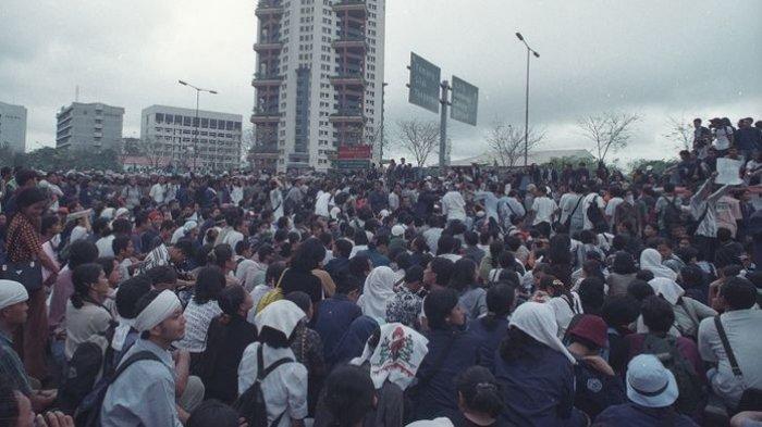 Puluhan Aktivis 98 Ziarah ke Makam Korban Tragedi Trisakti untuk Peringati 21 Tahun Tragedi Tersebut