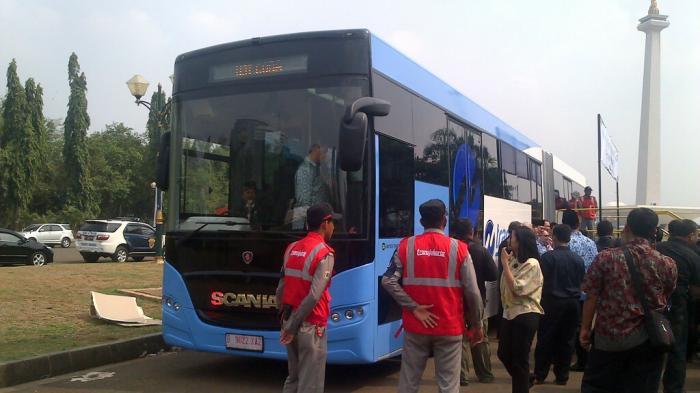 Ahok Ingin Warga Jakarta  Rasakan Bus Kelas Dunia