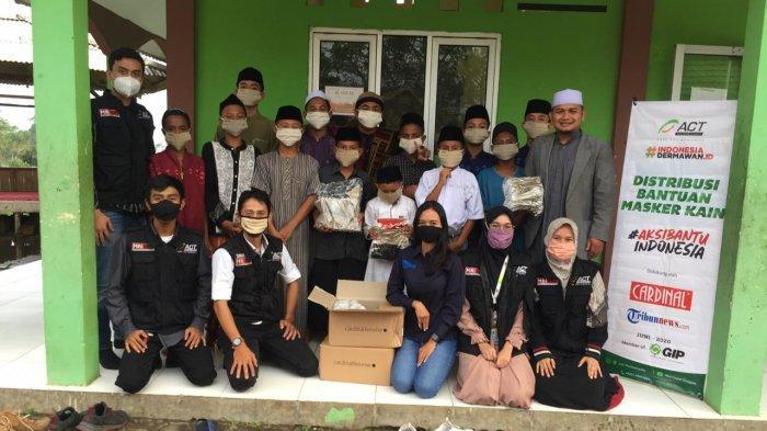 Tribunnews Bersama Cardinal dan ACT Donasikan 1.500 Lembar Masker ke Pondok Pesantren di Banten