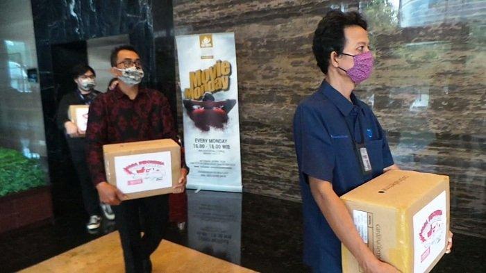 Tribunnews dan Cardinal donasikan 30.000 masker kain kepada ACT, Pasar Minggu, Jakarta Selatan, Selasa (9/6/2020).
