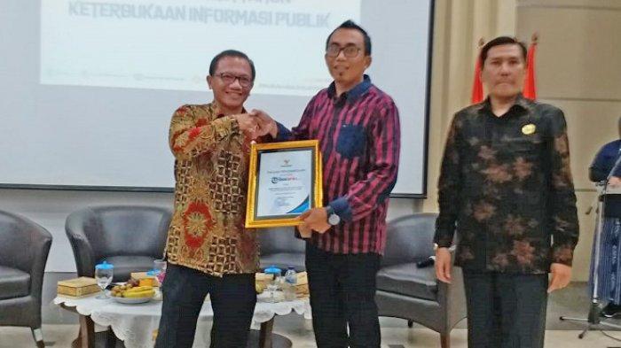 Pemberian penghargaan kepada Tribunnews.com atas kontribusi dalam mendorong keterbukaan informasi publik dari KIP di kantor Kementerian Kominfo, Jakarta, Kamis (19/12/2019)