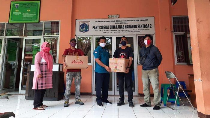 Untuk mencegah penyebaran virus Covid-19 atau Corona, platform penggalangan dana masyarakat (crowd funding) Kitabisa.com dan Tribunnews.com memberikan sumbangan bantuan obat dan suplemen ke beberapa panti sosial di DKI Jakarta.