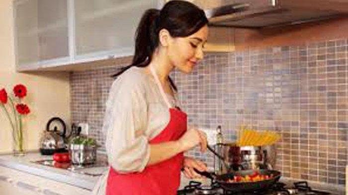Benarkah Mencicipi Masakan Tak Membatalkan Puasa? Ini Hukumnya