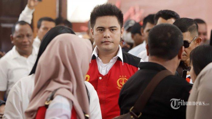 Galih Ginanjar menjalani sidang perdana dengan agenda pembacaan dakwaan di Pengadilan Negeri (PN) Jakarta Selatan, Senin (9/12/2019). Galih Ginanjar bersama Pablo Benua dan Rey Utami didakwa melakukan pencemaran nama baik Fairuz A Rafiq di media sosial dan dijerat dengan Pasal 27 Ayat 1, Ayat 3 Jo Pasal 45 Ayat 1 Undang-Undang Informasi dan Transaksi Elektronik (UU ITE), serta pasal 310 dan pasal 311 KUHP dengan ancaman hukumannya lebih dari 6 tahun penjara. Tribunnews/Herudin