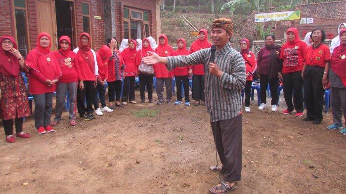 Cerita Kang Tris, Sarjana Psikologi Penggagas Desa Menari: Bali Ndeso, Mbangun Ndeso