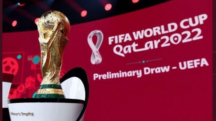 Trofi juara Piala Dunia dipamerkan dalam momen undian kualifikasi Piala Dunia 2022 untuk Zona Eropa.