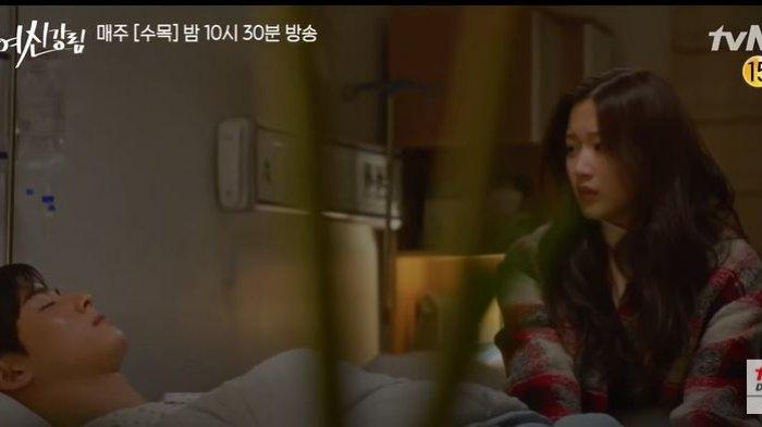 True Beauty eps 11 - Ju Kyung temani Su Ho di rumah sakit yang belum sadar