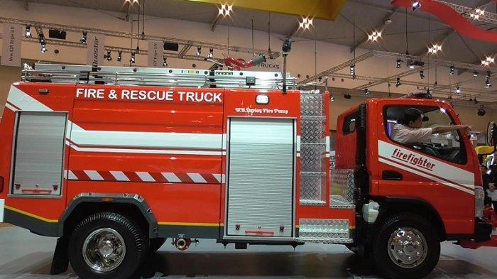 Mobil Pemadam Kebakaran Mitsubishi Fuso Colt Diesel Tribunnews Com Mobile
