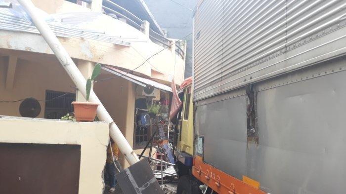 Rumah di Kebon Jeruk Jebol Diseruduk Truk Tronton, Pemilik Minta Ganti Rugi Rp 79 Juta