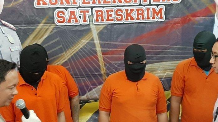Para tersangka penyuplai senjata api ilegal ke Abdul Malik di Mapolres Metro Jakarta Selatan, Rabu (8/1/2020).