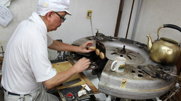Panas 400 Derajat, Pekerja Kulit Kue Tradisional Jepang Tetap Menjalani Seumur Hidupnya