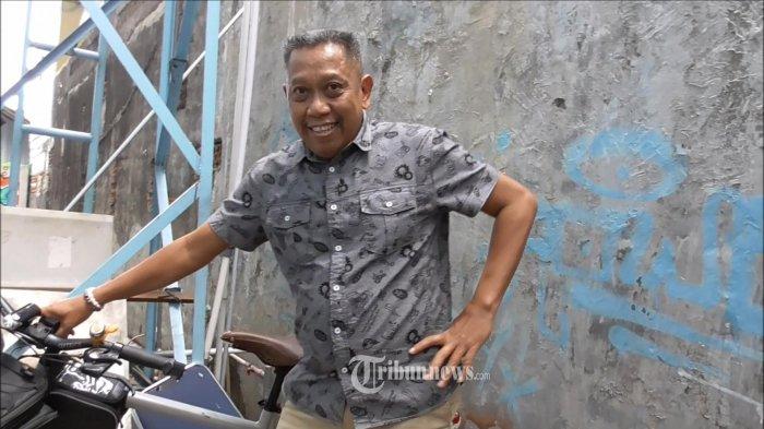 Pelawak Tukul Arwana berikan keterangan mengenai tim jagoannya dalam event Piala Dunia 2018. Ia mengaku menjagokan Argentina dalam event tersebut. Hal itu diakuinya saat ditemui di gedung stasiun televisi swasta, Jalan Kapt. Tendean, Jakarta Selatan, Senin (2/7/2018). TRIBUNNEWS.COM/LENDY RAMADHAN