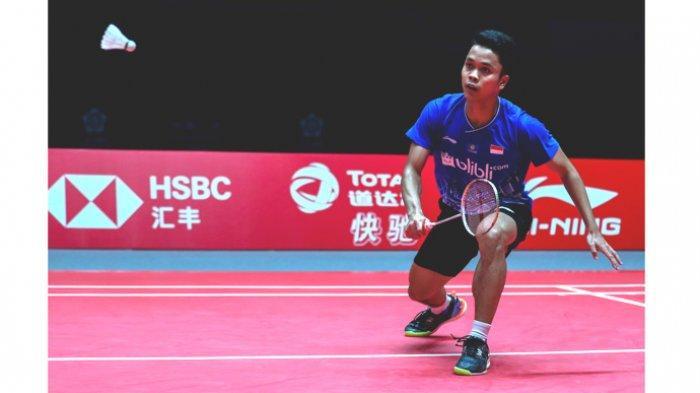 Tunggal putra Indonesia Anthony Sinisuka Ginting sukses meraih kemenangan pada laga kedua fase grup B BWF World Tour Finals 2019 Guangzhou dengan mengalahkan wakil tuan rumah, Chen Long saat bentrok di Tianhe Gymnasium dengan skor 21-12, 21-11, Kamis (12/12/2019).