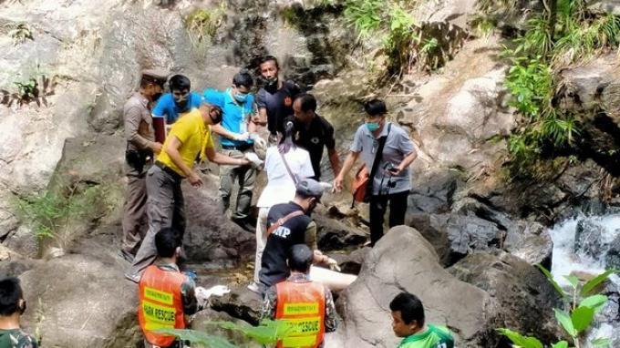 Turis Berusia 22 Tahun di Thailand Terjatuh dari Air Terjun Setinggi 15 Meter saat Akan Foto Selfie