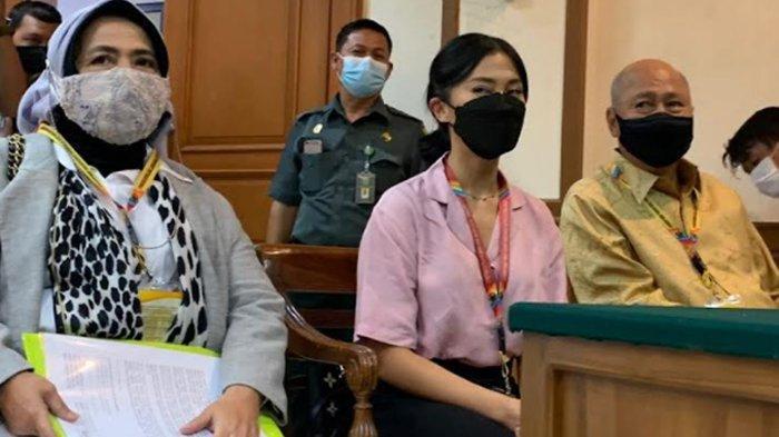 Tyna Kanna saat hadir di Pengadilan Agama Jakarta Selatan, Selasa (21/9/2021).