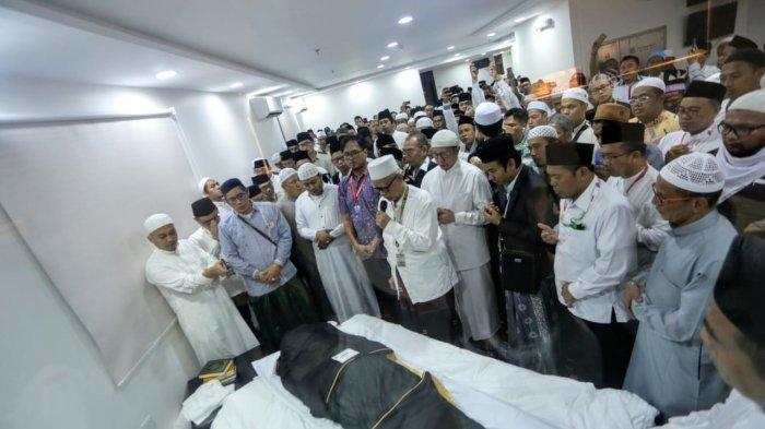 Menag Pastikan KH Maimoen Zubaer Dimakamkan di Makkah