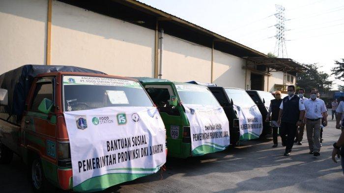Gubernur Anies Lepas Truk Distribusi Bansos Beras, 25.000 KK di Cakung Jadi Penerima Perdana