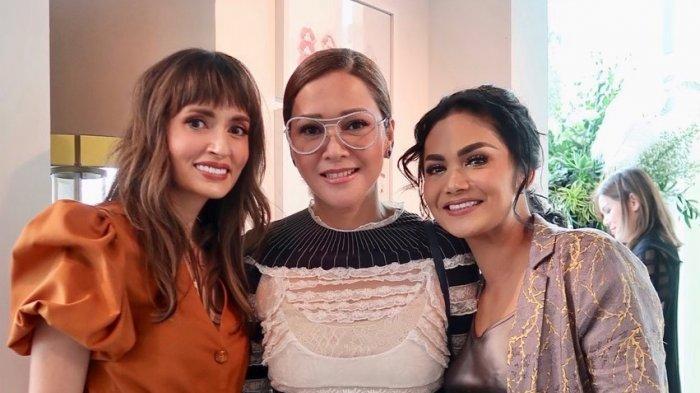 Maia Estianty Tenteng Tas Mewah Seharga Rumah Saat Hadiri Acara Fashion Bareng Sosialita