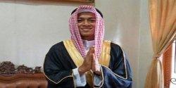 Ucapkan Doa Idul Fitri, Febri Haryadi Kenakan Busana Mirip Pakaian Raja Salman