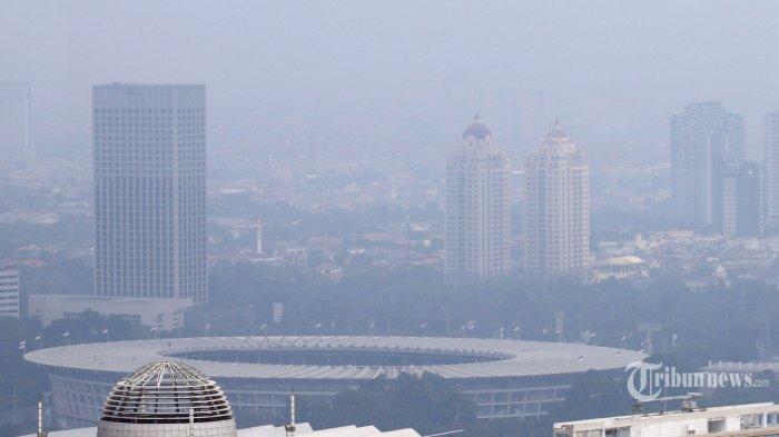 Pemandangan gedung bertingkat diselimuti polusi udara di Jakarta, Jumat (30/8/2019). Mengacu pada data gabungan AQMS KLHK dan pemerintah DKI Jakarta, kualitas udara Jakarta berada pada konsentrasi 39,04 ?g/Nm3 atau pada kategori tidak sehat untuk kelompok sensitif. Tribunnews/Jeprima