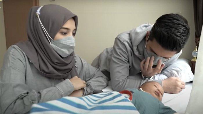 Anak pertama Zaskia Sungkar dan Irwansyah, Ukkasya Muhammad Syahki, telah disunat di usia 22 hari.