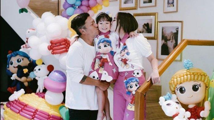 Gempi merayakan hari ulang tahun bersama kedua orangtuanya, Gading Marten dan Gisel
