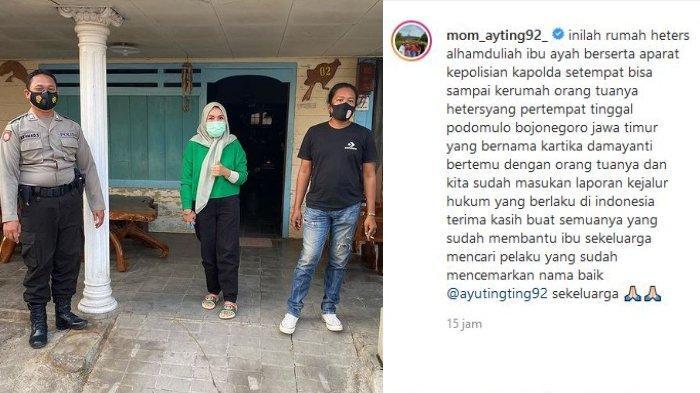 Umi Kalsum mengunggah potretnya di depan rumah orang tua pelaku di akun Instagram pribadinya @mom_ayting92_ Rabu (28/7/2021).