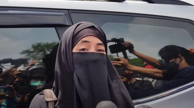 Umi Pipik saat ditemui oleh awak media membagikan kenangan bersama Rina Gunawan