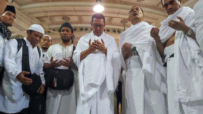 Amirul hajj yang juga Menteri Agama Republik Indonesia, Lukman Hakim Saifuddin berdoa saat melakukan umrah wajib di Masjidil Haram, Kamis (1/8/2019) pukul 02.00 dini hari. Lukman beserta rombongan melakukan umrah wajib setelah mengunjungi jemaah haji Indonesia di Madinah.