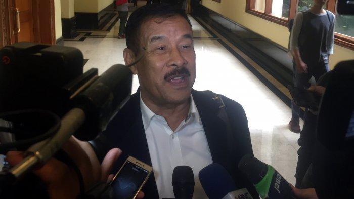 Manajer Persib Bandung, Umuh Muchtar saat ditemui usai menghadiri acara Rapat Umum Pemegang Saham (RUPS) PT Liga Indonesia Baru (LIB) di Hotel Sultan, Senayan, Jakarta Pusat, Senin (18/2/2019).