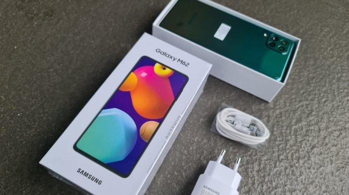 Unboxing Samsung Galaxy M62, Smartphone Segmen Menengah dengan Spesifikasi Serba Lebih