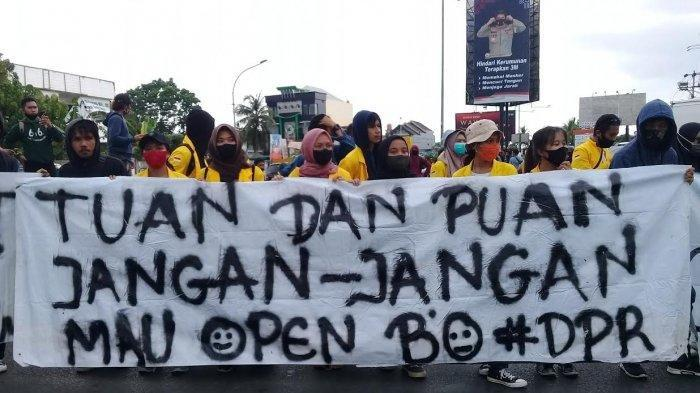 Aksi besar-besaran 19 Kelompok Buruh dan Mahasiswa di Makassar. Macet di Mana-mana