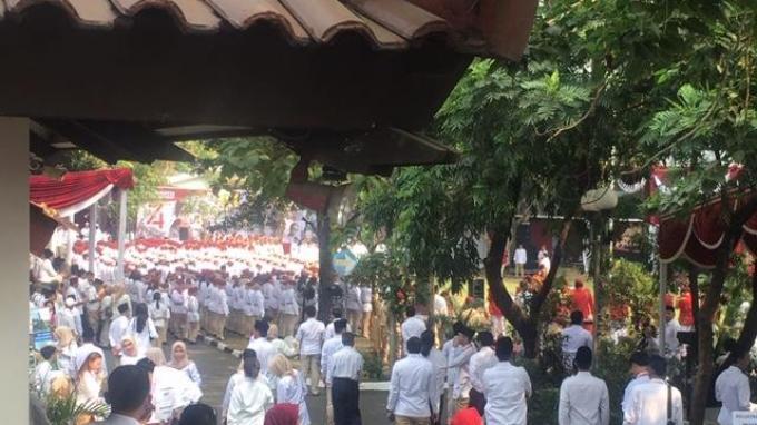 Suasana upacara bendera dalam rangka memperingati hari ulang tahun ke-74 Republik Indonesia, Sabtu (17/8/2019) di halaman Kantor DPP Gerindra, Ragunan, Jakarta Selatan.