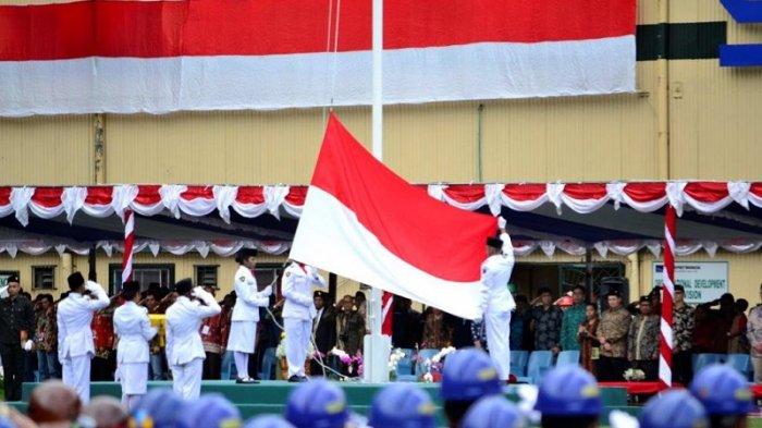 5 Kejadian Unik Saat Upacara Bendera HUT RI, dari Panjat Tiang hingga Salah Bentangkan Merah Putih