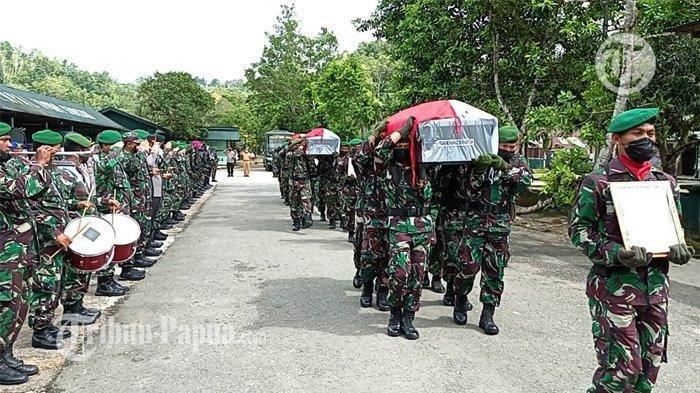 Gugurnya 4 Anggota TNI di Papua Barat, Pangdam XVIII/Kasuari Teteskan Air Mata saat Tinjau TKP
