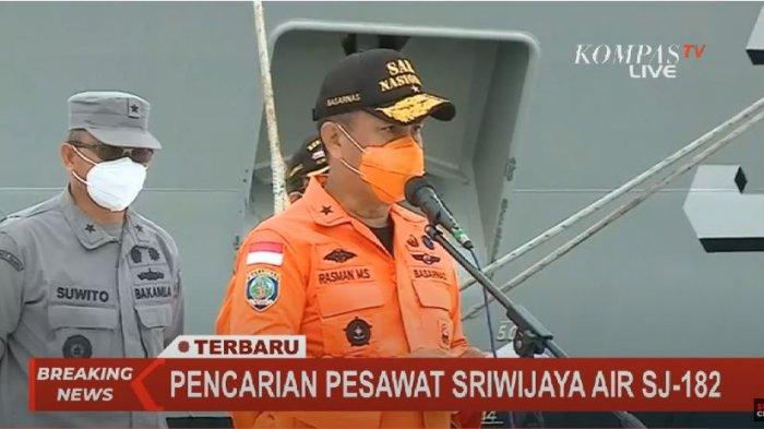 Direktur Operasi Basarnas Brigjen (MAR) Rasman MS mengerahkan 54 kapal untuk proses pencarian pesawat Sriwijaya Air SJ 182, Selasa (12/1/2021).