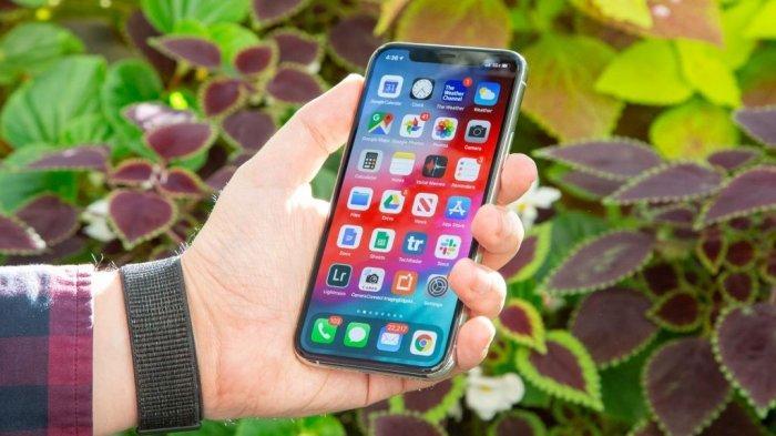 iPhone 12 akan memiliki upgrade pada teknologi display yang membuat ponsel ini lebih tipis.