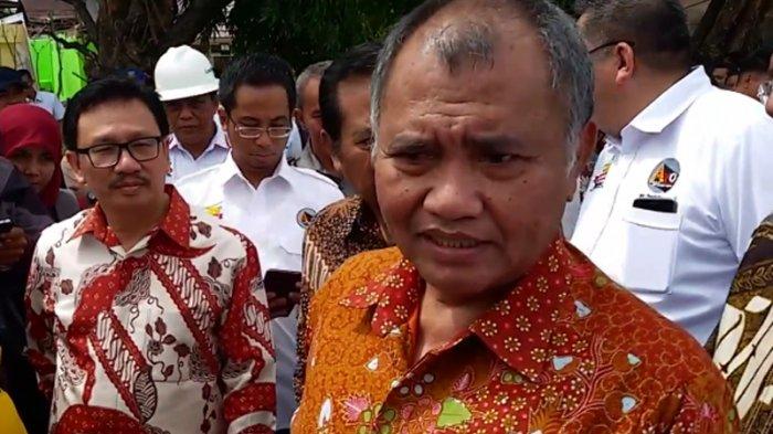 Ketua KPK, Agus Raharjo disela-sela peninjauan tugu anti korupsi yang dibangun di areal Ruang Terbuka Hijau (RTH) Tunjuk Ajar Integritas di Jalan Ahmad Yani Pekanbaru pada Jumat (9/12/2016).