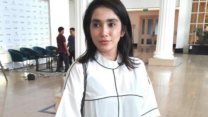 Kepada Zaskia Sungkar, Ussy Sulistiawaty Cerita Pengalamannya sebagai Ibu Rumahtangga